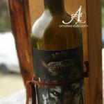 изненада подарък за мъж, декорирана бутилка вино вълк
