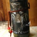 декорирана бутилка вино вълк